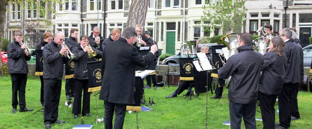 Strike up the band at Iles Blue Plaque